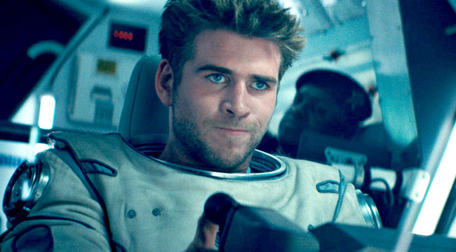 Liam Hemsworth dũng mãnh lái phi thuyền trong trailer 'Independence Day 2'